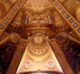 Decori a trompe l´oeil della cupola elicoidale (particolare) del Santuario di Sommariva del Bosco
